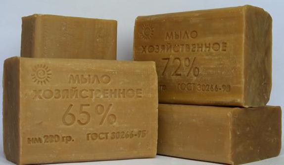 4 куска коричневого хозяйственного мыла