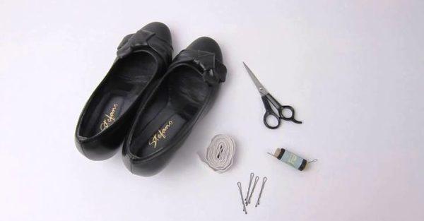 Чёрные туфли, резинка, ножницы, иголки, невидимки
