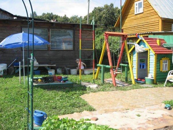 Как обустроить садовую детскую площадку