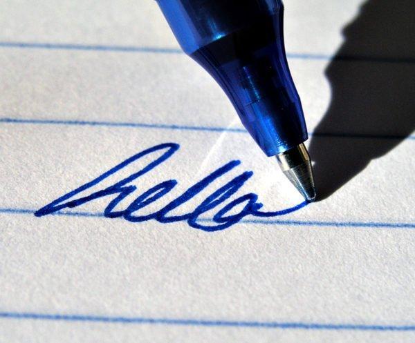 Гелевая ручка пишет «hello»