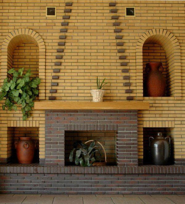 Пример облицовки камина клинкерной плиткой