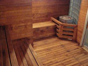 Протекающий дощатый пол в бане