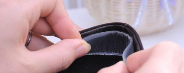 В туфли клеят силиконовую накладку на задник
