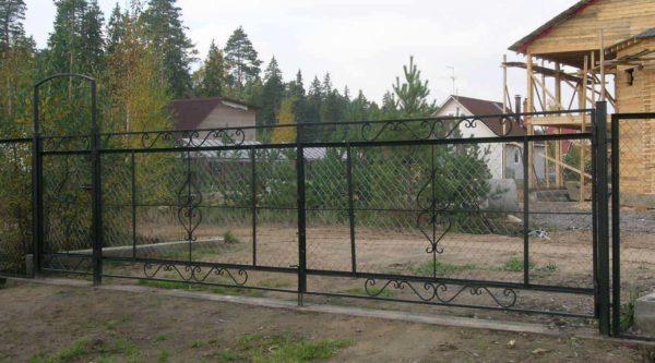 Ворота с сеткой
