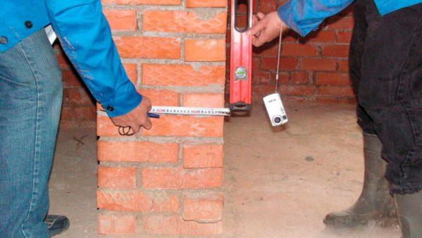 Процесс выравнивания стен печи