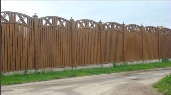 Забор из дереввянных панелей
