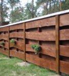 Забор из пиленого дерева