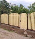 Забор типа штакетник