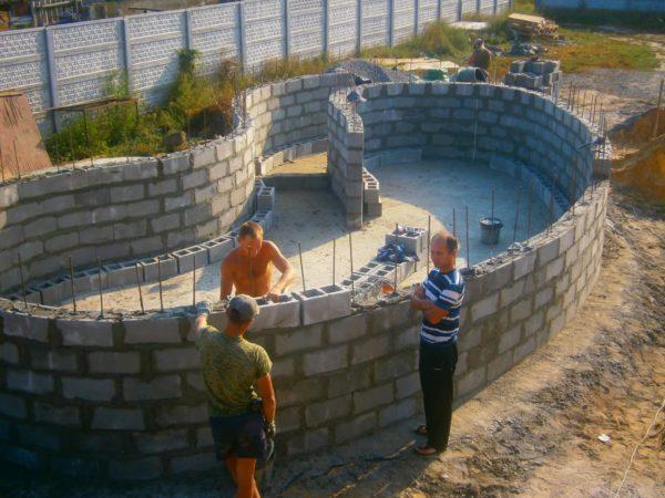 Чаша бассейна из блоков