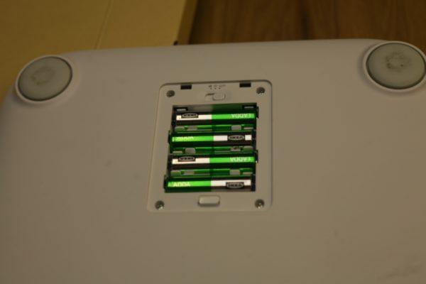Батарейный отсек. Внутри элементы АА