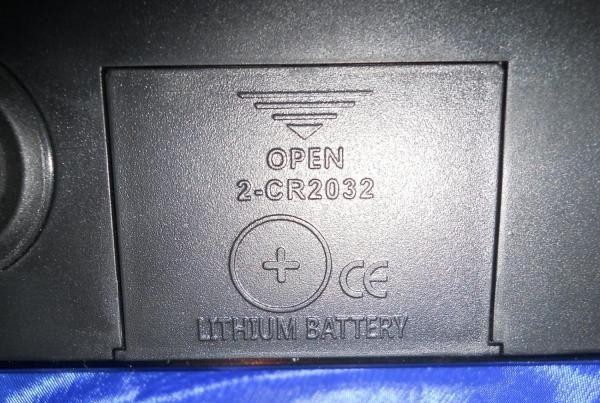 Крышка батарейного отсека. Внутри элементы CR2032