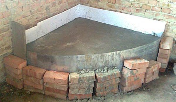 Затвердевший фундамент для угловой печи-камина