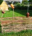 оформление клумбы забор