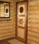 Филёнчатые двери с декором