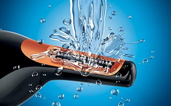 Промывание проточной водой рабочей головки носового триммера