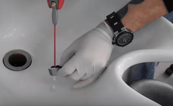 Промывка лезвий триммера аэрозолем WD-40