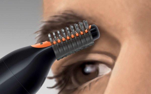 Триммер с насадкой-гребнем для подстригания бровей под волосики определённой длины