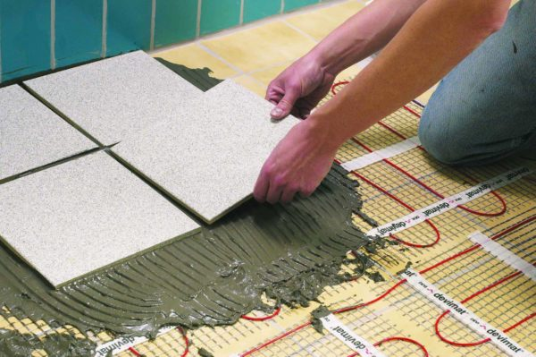Укладка плитки на нагревательные маты