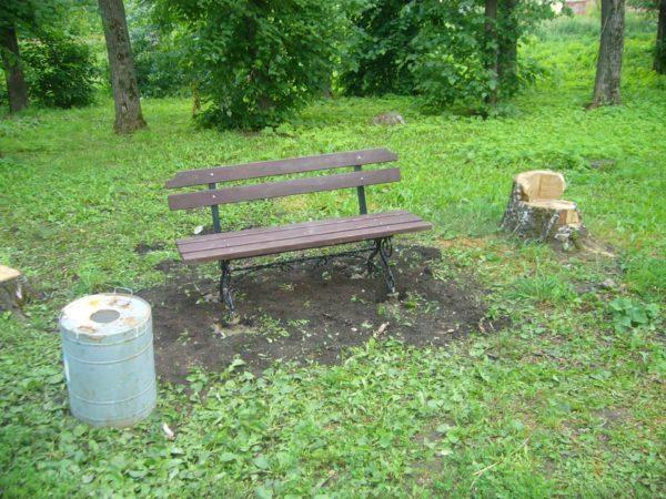 Установка лавочки в саду