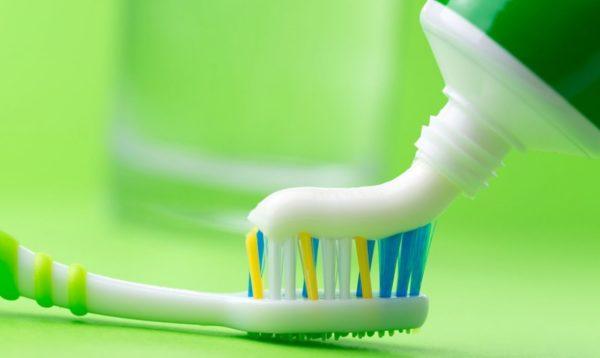 Зубная паста и щётка