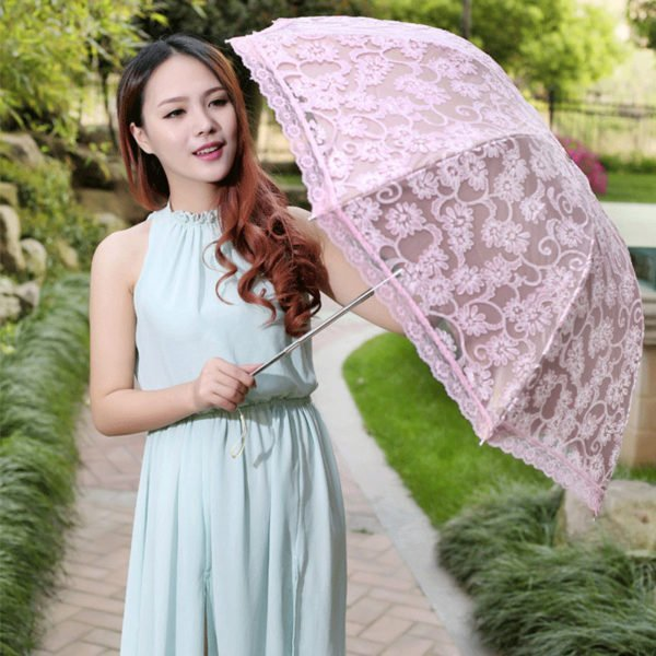 Девушка с кружевным зонтом