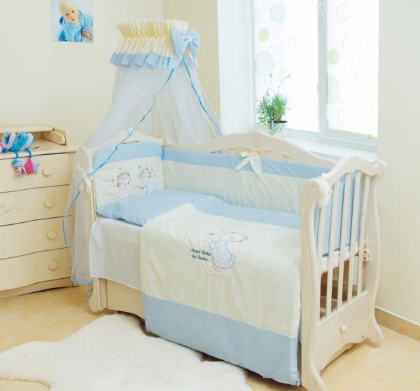 Кроватка с постельным комплектом для грудного ребёнка