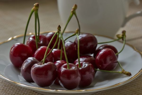 Плоды черешни Ипуть на тарелке