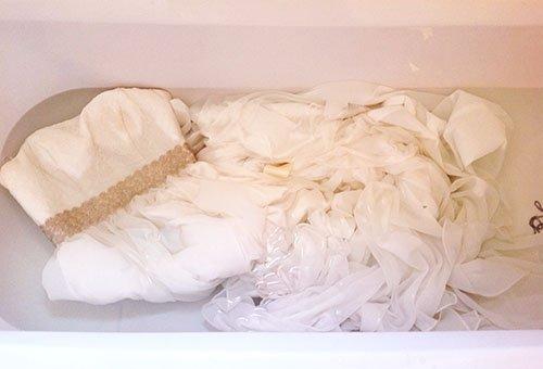 Ручная стирка свадебного платья