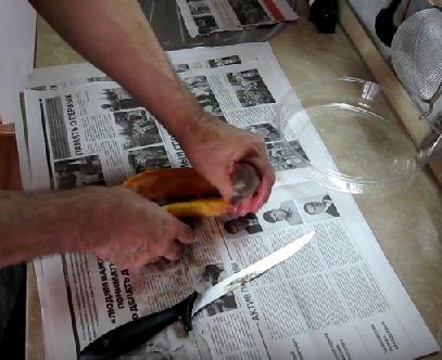 Удаление внутренностей замороженной стерляди