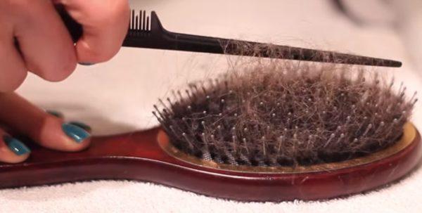 Очистка от волос расчёски