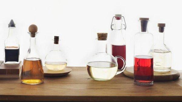 Бутыли, наполненные разными жидкостями
