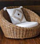 Глубокое плетёное кресло