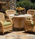 Плетёные кресла и столик для сада