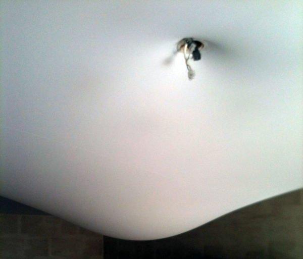Отверстие для светильника на потолке