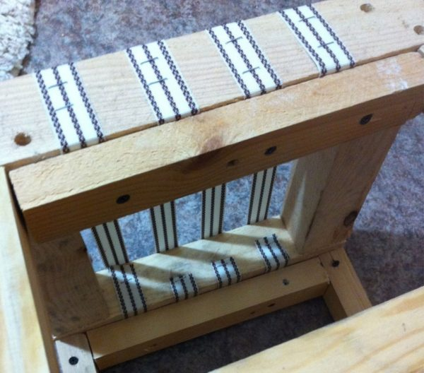 Жгуты усиления на сидении табурета