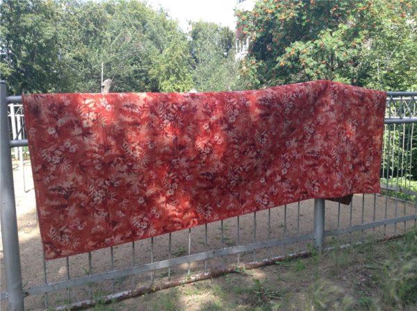 Ковёр из шерсти на заборе