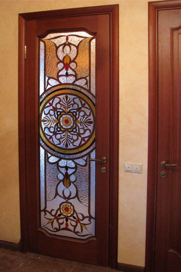 Витраж на вставках дверей