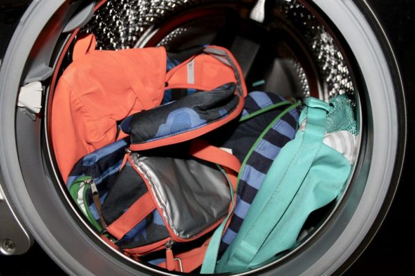 Мягкие рюкзаки в барабане машинки
