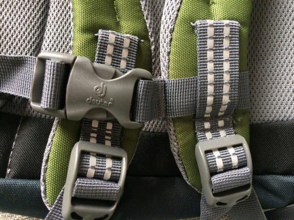 Пластиковая фурнитура на рюкзаке