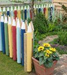 Забор в виде цветных карандашей