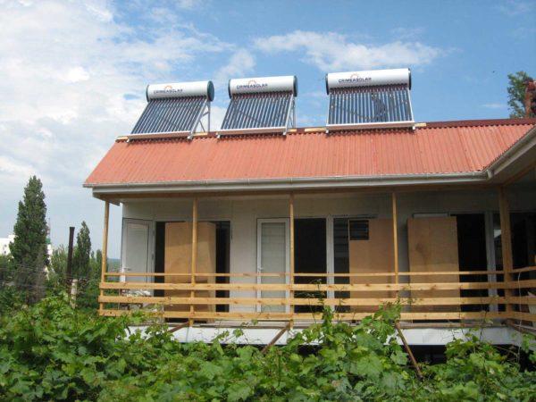 Дом с коллекторами на крыше