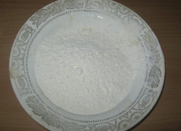Тарелка с мукой