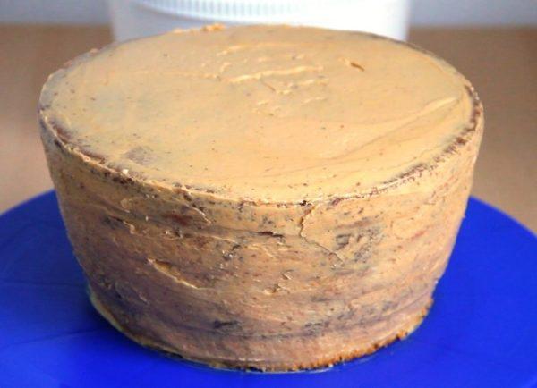 Торт, обмазанный кремом