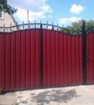 Ворота из красного профлиста