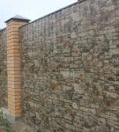 Забор с имитацией камня
