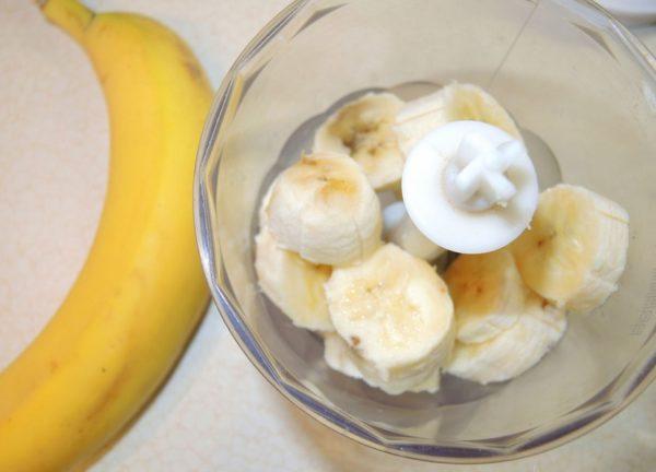 Кусочки банана в блендере