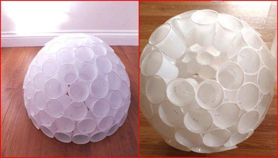 Так должен выглядеть готовый шар из пластиковых стаканчиков