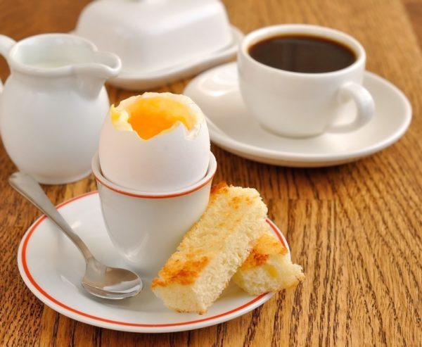 Сервировка яйца всмятку