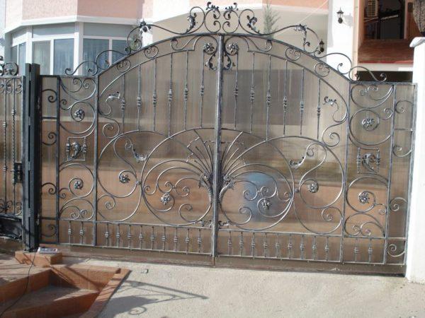 Кованые ворота с радиусом