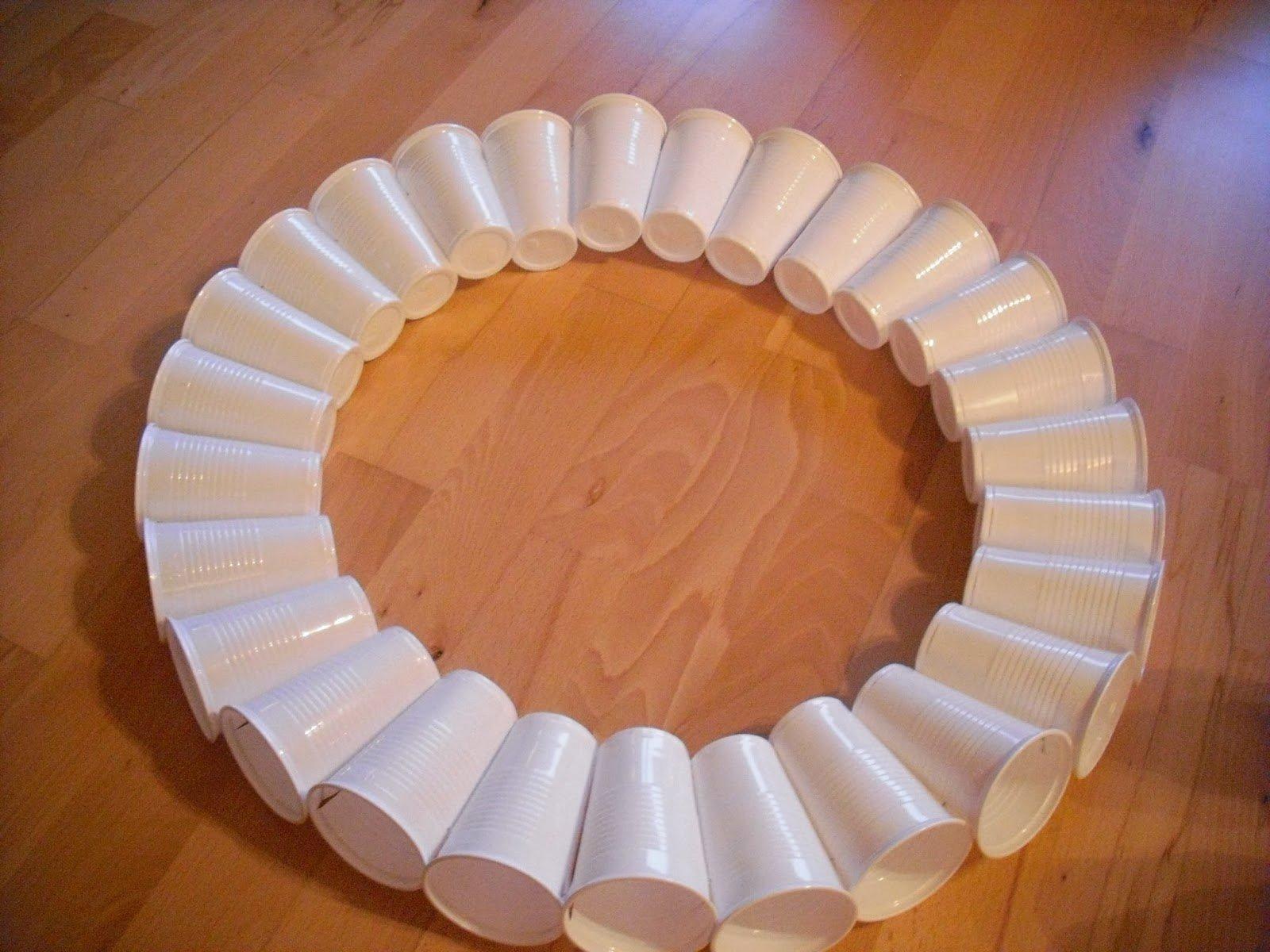 Снеговик из пластиковых стаканчиков маленьких своими руками пошагово фото 336